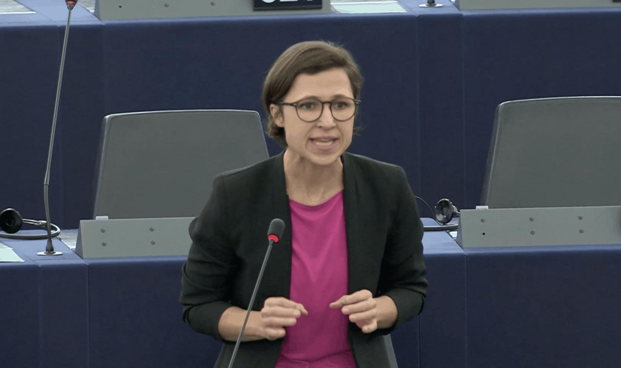 Hannah Neumann bei der Rede zu Menschenrechten